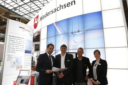 Hannover Messe 2016: Lower Saxony Economic Minister Olaf Lies, Overspeed Managing Directors Dr. Hans-Peter (Igor) Waldl and Thomas Pahlke, Project Manager Maren Köpp. (c) innos Sperlich GmbH